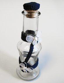 Sticla mir botez cu accesoriu macrame bleumarin