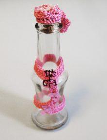 Sticla mir botez cu accesoriu macrame roz