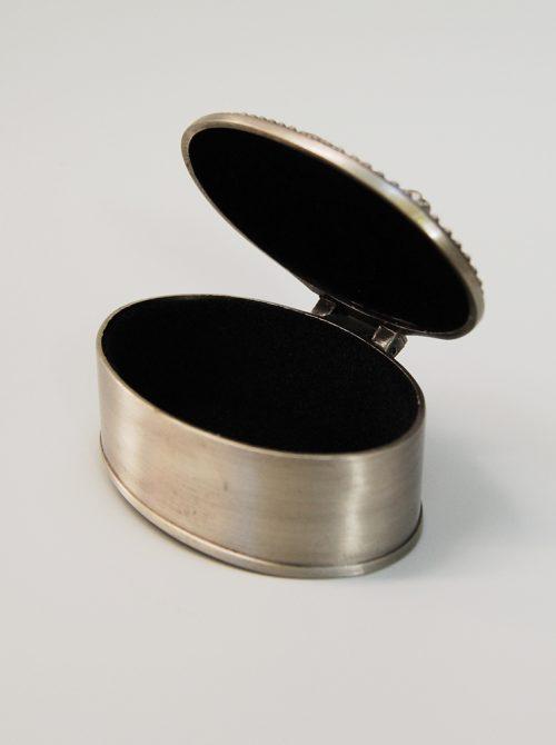 Cutie argintie pentru mot 2