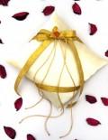 Pernuta pentru verighete din saten crem accesorizata cu panglici si floare aurie