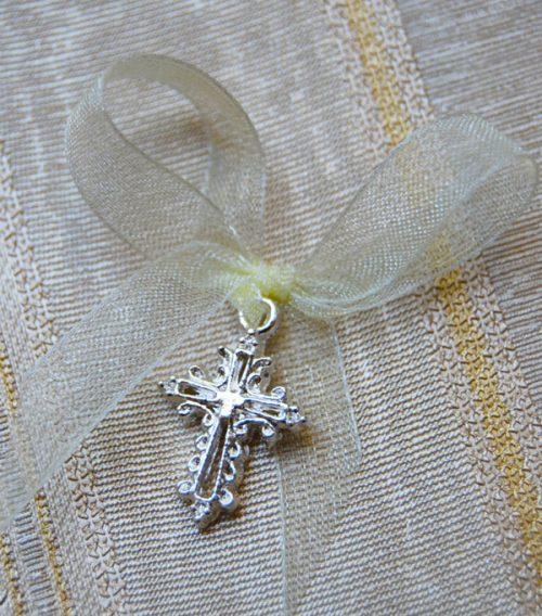 Cruciulite botez mici cu margini stilizate