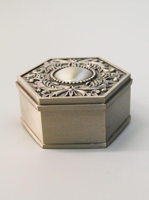 Cutie argintie pentru mot 1