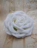 Marturie nunta brosa trandafir alb matase