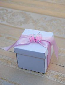 Marturii de botez cutie cu fluture roz