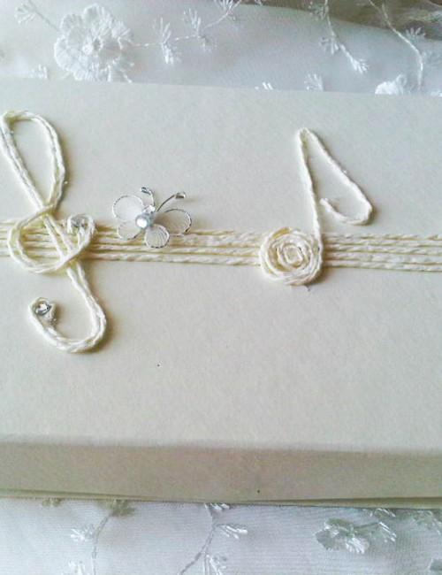 Cutie crem pentru cruciulite cu decor note muzicale
