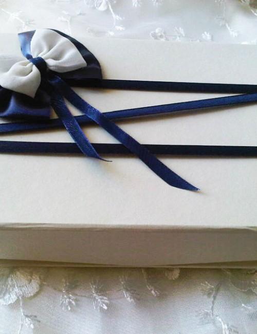 Cutie pentru cruciulite cu decor bleumarin