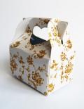 Marturie nunta cutiuta cu decor auriu