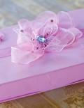 Cutie roz pentru cruciulite cu panglica si fluturasi