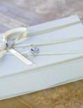 Cutie crem pentru cruciulite decorata cu panglica si fluturasi