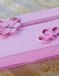 Cutie roz pentru cruciulite decorata cu 2 fluturasi roz