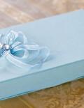 Cutie bleu pentru cruciulite cu panglica si fluturasi