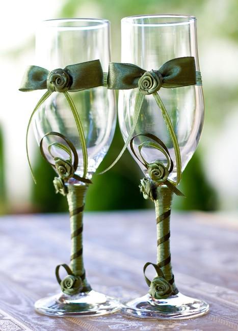 Set pahare pentru miri cu fundite si trandafirasi verzi
