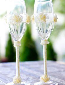 Set pahare miri cu decor floricele crem