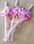 Set lumanari cristelnita decorate cu floricele si barza roz