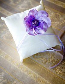 Pernuta de verighete cu floare lila din petale