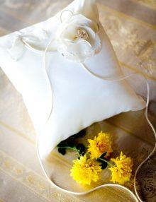 Pernuta de verighete cu floare sin voal crem