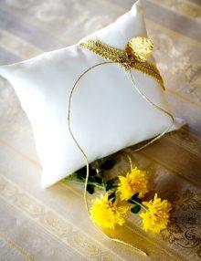 Pernuta de verighete cu decor auriu
