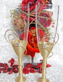 Set pahare miri cu decor auriu si strasuri