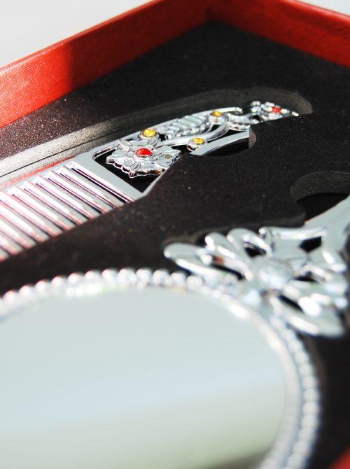 Set pieptene si oglinda pentru mot sau turta 1