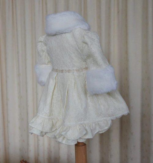 Set de iarna, din stofa brodata cu aplicatii din blanita 3