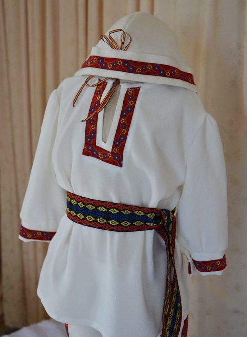 Costum popular baietel 2
