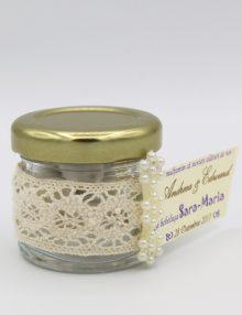 Borcanel-cu-arahide-glazurate-cu-dantela-si-floricele-2